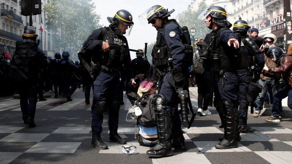 Дубинки и слезоточивый газ. Первомайские акции в Париже